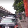 """Hà Nội: Nhiều điểm trông xe tự phát """"mọc"""" dưới chân tòa nhà cao tầng"""