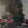 Cháy quán ăn trên phố Lạc Long Quân, lửa lan sang 2 nhà bên cạnh