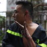 Hình ảnh đẹp của cảnh sát PCCC khi cứu hộ vụ cháy chung cư Carina Plaza