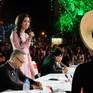 """Hoa hậu Đỗ Mỹ Linh nổi bật với áo dài """"hoa bướm"""" trên ghế giám khảo"""