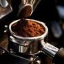 """Nhiều quán cà phê giảm doanh thu sau vụ """"cà phê pin"""""""