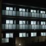 """Nhật Bản: """"Người đàn ông trên rèm cửa"""" giúp bảo vệ phụ nữ sống một mình"""
