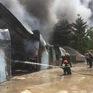 Cháy lớn tại Bình Định thiêu rụi nhiều dãy nhà xưởng