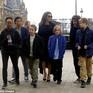 Angelina Jolie không thể đưa con rời Mỹ