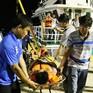 Chi đội kiểm ngư 4 đưa bệnh nhân khó thở từ Trường Sa vào bờ