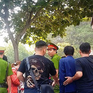 """Tràn lan """"cò"""" bán chỗ xếp hàng cho người đi làm visa tại TP.HCM"""