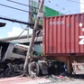 TP.HCM: Xe container nổ lốp, tông sập phòng bảo vệ công ty