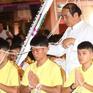Sau khi ra viện, cầu thủ nhí Thái Lan tới chùa cầu nguyện