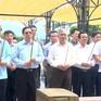 Trưởng Ban Tổ chức Trung ương tặng quà các gia đình chính sách