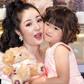 Mẹ con diễn viên hài Thúy Nga điệu đà với váy hồng