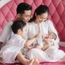 Vợ chồng Khánh Thi - Phan Hiển khoe ảnh hạnh phúc bên hai con