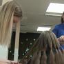 Người dân Bosnia dệt tóc giả cho trẻ em ung thư