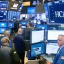 Nhận tin tốt về thương mại, Dow Jones tăng gần 400 điểm