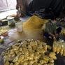 Bắt quả tang cơ sở trộn lưu huỳnh vào riềng xay để bán