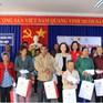 Đồng chí Trương Thị Mai thăm, tặng quà Tết các gia đình chính sách tại Lâm Đồng