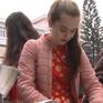 Sinh viên nước ngoài thích thú với trải nghiệm Tết Việt