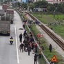 Xe tải đâm vào đoàn người đi viếng nghĩa trang, 8 người tử vong