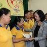 Trưởng ban Dân vận Trung ương Trương Thị Mai tặng quà Tết cho công nhân tại Đồng Nai