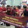 Cổ động viên háo hức lên đường cổ vũ đội tuyển Việt Nam