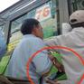 Vạch trần thủ đoạn dàn cảnh móc túi hành khách trên xe bus