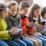Anh xây dựng luật cấm học sinh dùng điện thoại thông minh trong trường gây tranh cãi