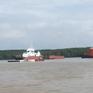 Nỗ lực trục vớt tàu chở container chìm trên sông Lòng Tàu