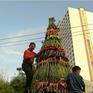Ăn mừng Tổng thống Joko Widodo tái đắc cử, người dân Indonesia dựng tháp thực phẩm 7m