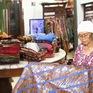 Trăn trở nghề làm batik truyền thống