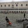 Thủy triều kỷ lục nhấn chìm nhiều địa danh lịch sử nổi tiếng tại Venice, Italy