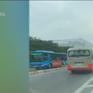 Nguy hiểm xe chở học sinh đi ngược chiều