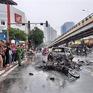 Hà Nội: Tông 2 xe máy và 1 xe đạp điện, xe Mercedes bốc cháy, 1 người tử vong
