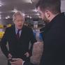 Dư luận bất bình với thái độ của Thủ tướng Anh khi xem ảnh bệnh nhi nằm dưới đất