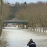 Bão mạnh đổ bộ miền Nam nước Pháp, 6 người thương vong