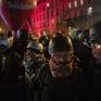 Nước Pháp tê liệt vì biểu tình