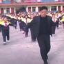 Hiệu trưởng dạy học sinh nhảy như ngôi sao ca nhạc