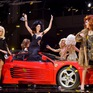 Loạt mỹ nhân diện tóc giả cồng kềnh trên sàn diễn Milan