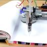 Học sinh Trung Quốc thi nhau mua robot giả chữ viết tay về làm bài tập