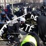 """Biểu tình """"áo vàng"""" tái diễn, Cảnh sát trưởng Paris bị cách chức"""