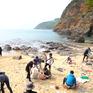 """Nhóm bạn trẻ Đà Nẵng leo rừng, lội suối thực hiện """"Thử thách dọn rác"""""""