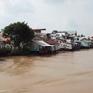 Nguy cơ tai nạn đường thủy vì nhà xây cất ven sông
