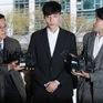 Giữa bão scandal, Roy Kim vẫn tốt nghiệp đại học danh giá