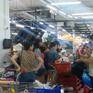 Người dân TP.HCM đổ xô mua hàng, siêu thị Auchan quá tải