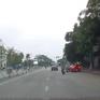 Ô tô phóng nhanh, lạng lách gây tai nạn cho xe máy
