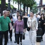 Áo dài Việt Nam có chỗ đứng đặc biệt trong lòng bạn bè quốc tế