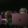 Apple thu hồi một số máy tính Macbook bị lỗi pin
