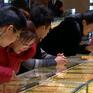 Người dân Trung Quốc đổ xô đi mua vàng