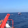 Lai dắt tàu cá và 6 ngư dân gặp nạn trên vùng biển Hoàng Sa vào bờ
