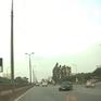 Ô tô con ngang nhiên đi ngược chiều trên đường Bắc Thăng Long - Nội Bài