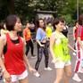 Lớp học nhảy Zumba đặc biệt ở phố đi bộ Hồ Gươm