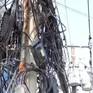 Dây điện chằng chịt như mạng nhện ở TP.HCM